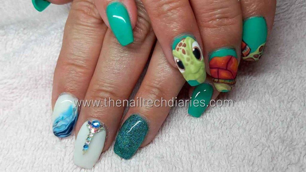 21. Squirt cartoon nail art