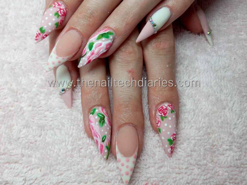 17. Spring girly floral nail art
