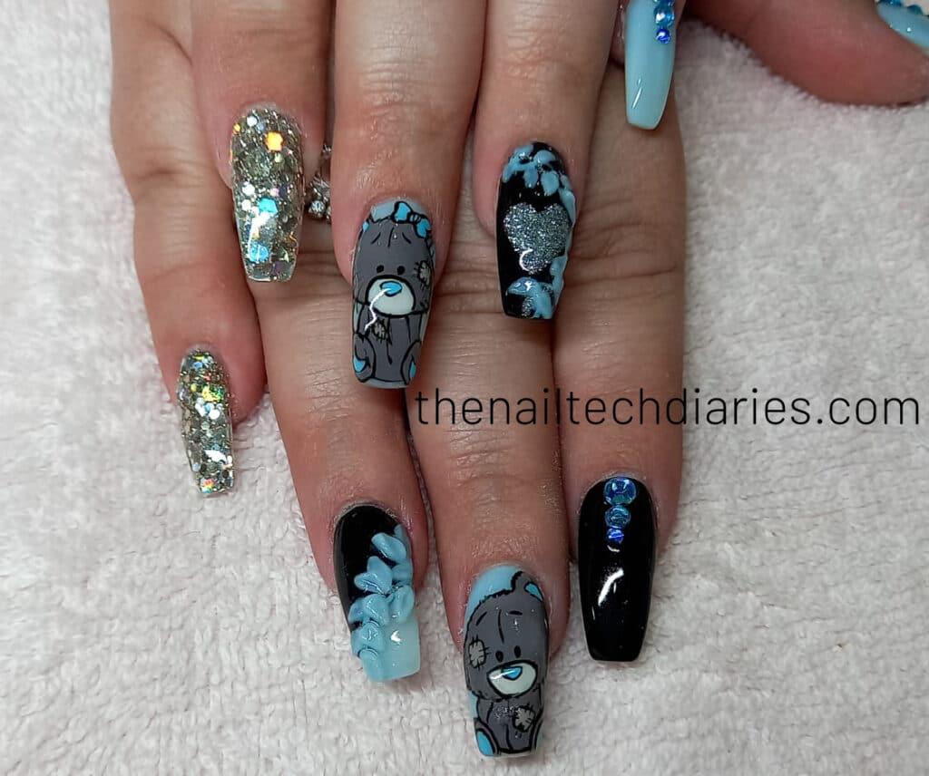 30. Teddybear valentine nail art