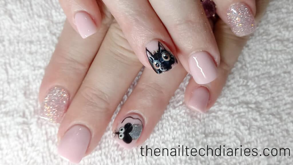25. Cat and mouse nail art